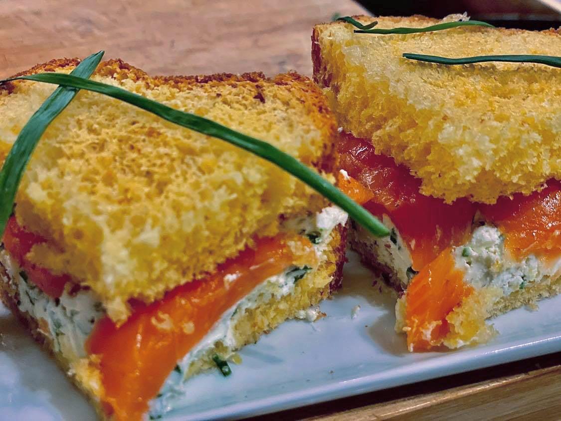 Мини-сэндвич с семгой