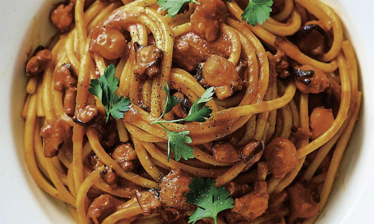 Спагетти с рагу из осьминога